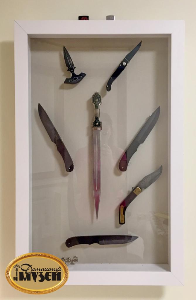 как разместить коллекцию ножей на стене фото защитника подписали